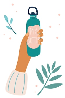 Weibliche hand, die eine flasche wasser hält das konzept der fitness und ohne plastik zero waste