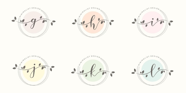 Weibliche initiale mit floraler rahmenlogoschablone