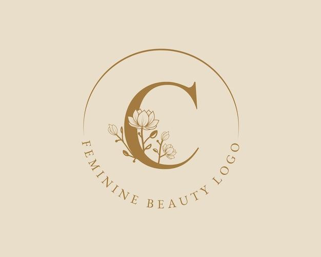 Weiblicher botanischer c-buchstabe-anfangs-lorbeerkranz-logo-vorlage für die hochzeit im spa-schönheitssalon