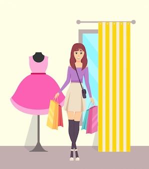 Weiblicher shopaholic mit papiertüten im speicher-vektor