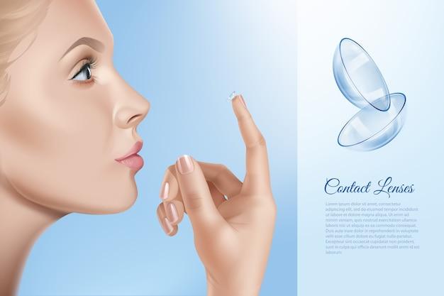Weibliches gesicht und kontakte für das sehen in der hand, frau, die kontaktlinsen anwendet.