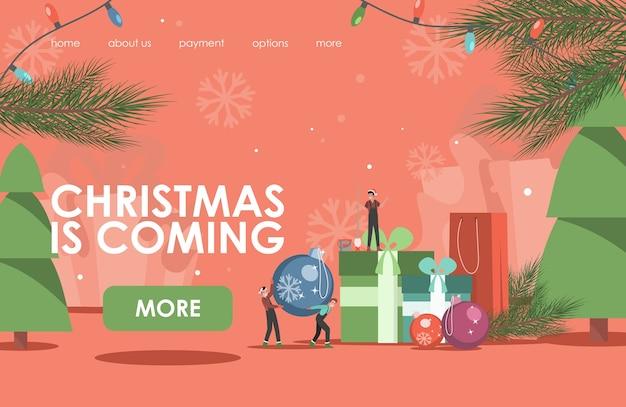 Weihnachten kommt landing page. kleine leute, die für weihnachtsfeiertagsillustration verzieren.