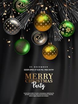 Weihnachts- und neujahrspartyplakat mit hängenden weihnachtskugeln gegen schwarzen stoffhintergrund