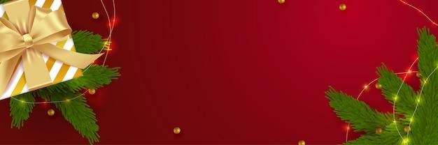 Weihnachtsbanner. hintergrund-weihnachtsdesign der realistischen geschenkbox. horizontales plakat, grußkarte, überschriften, website. dekorationsobjekte flach liegen, draufsicht.