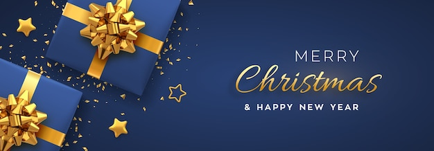 Weihnachtsbanner. realistische blaue geschenkboxen mit goldener schleife, goldenen sternen und glitzerkonfetti.