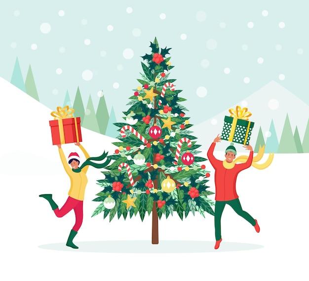 Weihnachtsbaum mit dekorationskugeln, girlande. familie, die sich auf die feier vorbereitet. frohe weihnachten und ein glückliches neues jahr. menschen feiern winterferien. glückliche springende menschen mit geschenkboxen