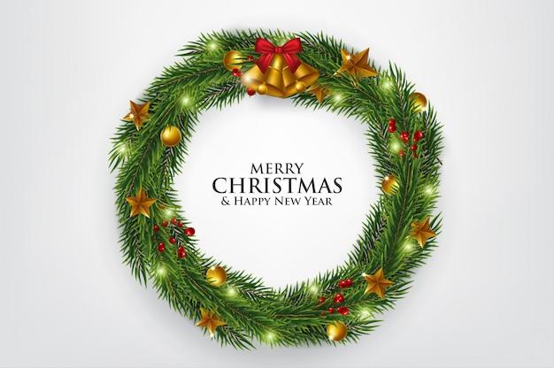 Weihnachtsbaumast verziert mit goldblasen
