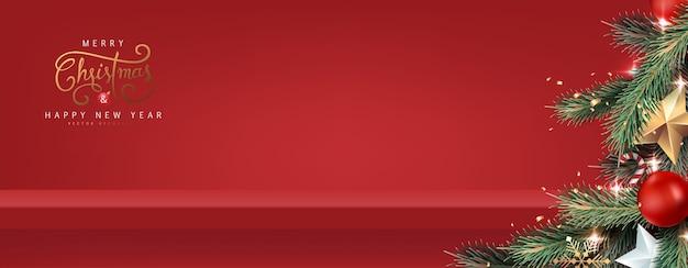 Weihnachtsbaumhintergrund und rotes regal an der wand für anzeige