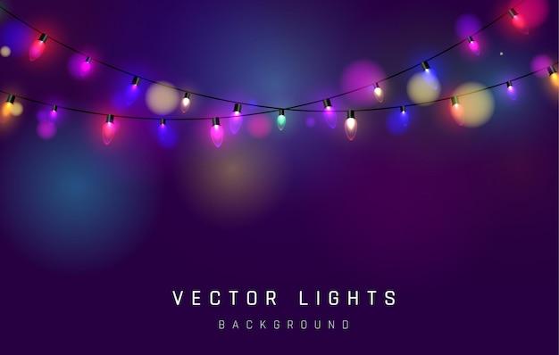 Weihnachtsbeleuchtung. bunte helle weihnachtsgirlande. farben girlanden, rote, gelbe, blaue und grüne glühbirnen.