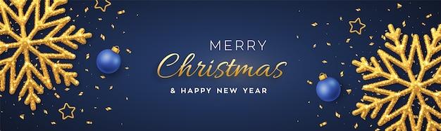 Weihnachtsblauer hintergrund mit leuchtenden goldenen schneeflocken, goldenen sternen und kugeln