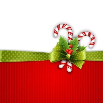 Weihnachtsdekoration mit stechpalmenblättern und süßigkeiten
