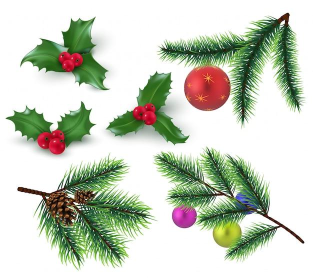 Weihnachtsdekoration realistische tannenzweige und rote beeren, stechpalmenblätter und christbaumkugel