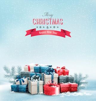 Weihnachtsfeiertagshintergrund mit geschenkboxen.