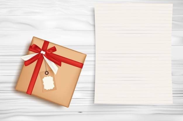 Weihnachtsgeschenkbox und leeres briefpapier