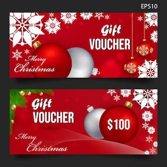 Weihnachtsgeschenkgutschein auf rotem hintergrund