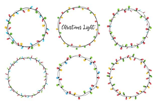 Weihnachtsglühbirnen. bunte glühbirnen für weihnachtsdekoration. auf weißem hintergrund isoliert.
