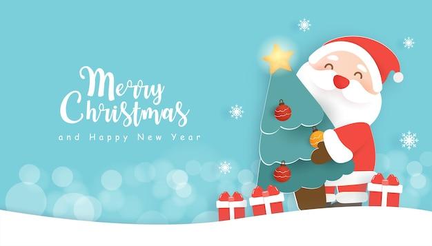 Weihnachtshintergrund mit einer niedlichen weihnachtsmannklausel, die einen weihnachtsbaum hält.