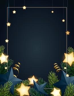 Weihnachtshintergrund mit tannenbaumasten, glühenden sternen, goldserpentinen und papiersternen. dunkler hintergrund mit copyspace.
