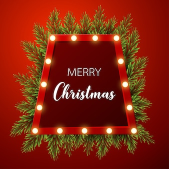 Weihnachtshintergrund mit tannenzweigen, helles zeichen auf rotem hintergrund