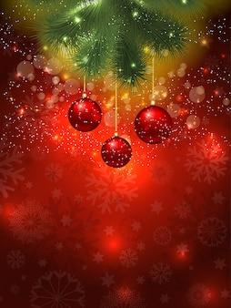 Weihnachtshintergrund von hängenden kugeln und bokehlichtern