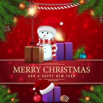 Weihnachtskarte mit geschenken, schneemann und antike laterne