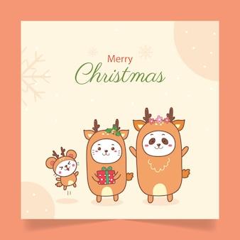 Weihnachtskarte niedlichen karikaturkatzenpanda und -ratte in rentierbräuchen