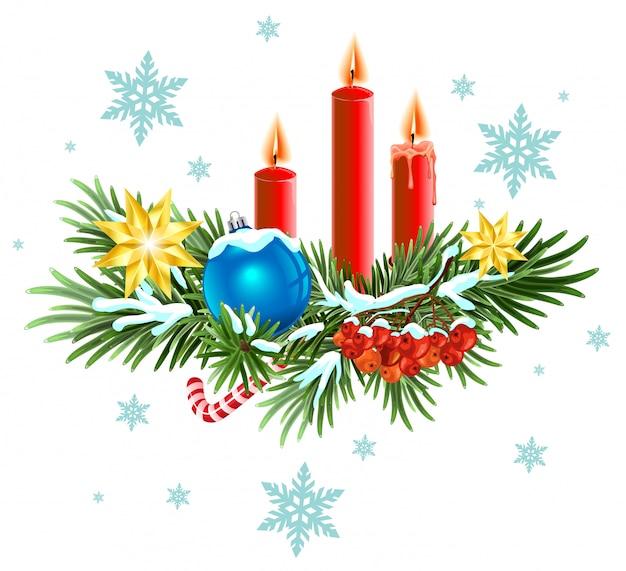Weihnachtskranz. fichtenzweige mit kerzen, süßigkeiten und beeren