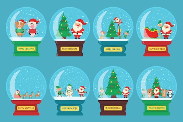 Weihnachtskugel aus glas. schneeglasball mit weihnachtsmann, tieren, kuh, elfe, baum.