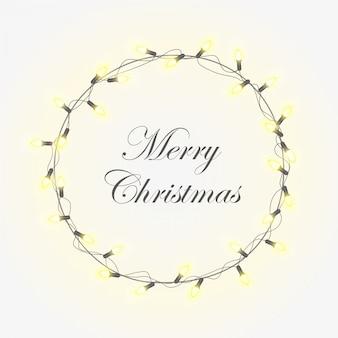 Weihnachtslicht mit hellen realistischen modernen kranzgirlanden. weihnachtsglatte und weiche glühende lichter. frohe weihnachten-schriftzug.