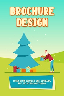Weihnachtsmann, der geschenkbox unter weihnachtsbaum setzt. haufen von geschenken, nacht, wickeln sie flache vektorillustration ein