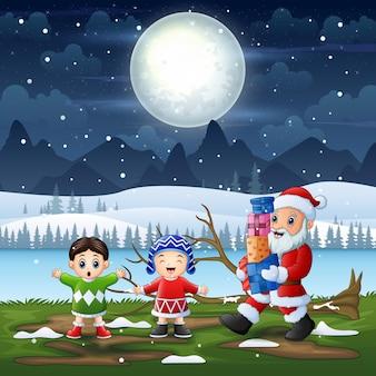 Weihnachtsmann, der kinder auf verschneite landschaft verschenkt