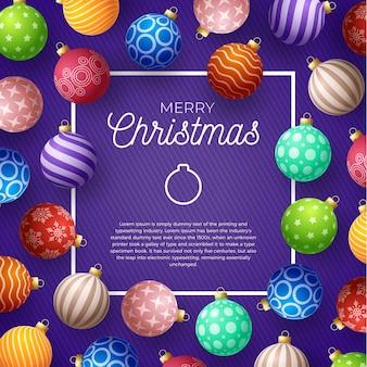 Weihnachtsplatz promo banner. bunte weihnachtskugeln auf lila hintergrund.