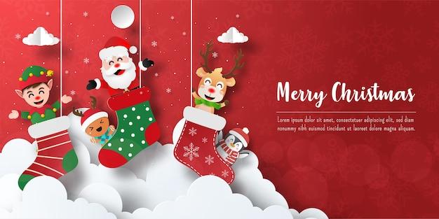 Weihnachtspostkartenbanner des weihnachtsmannes und der freunde in der weihnachtssocke