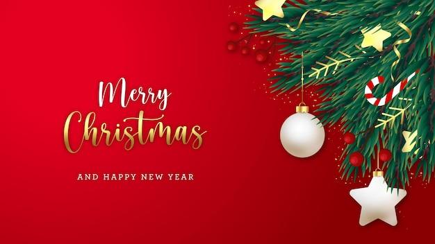 Weihnachtspostkartenhintergrund mit tannenzweigen und weihnachtsdekorationen
