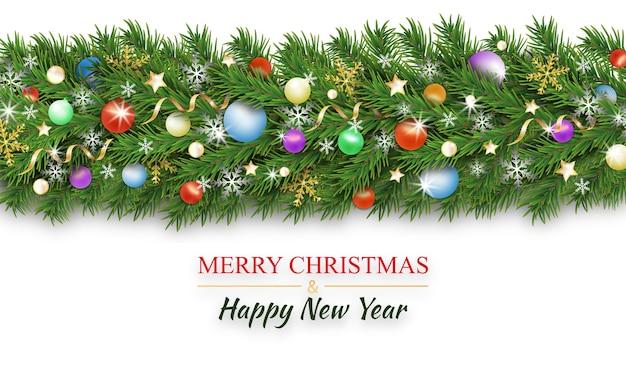Weihnachtsranddekoration. weihnachtsbaumzweige schmückten bunte kugeln und kugeln, schneeflocke, bänder und sterne