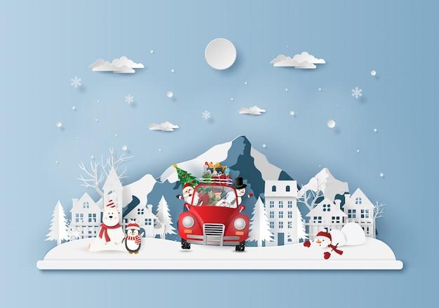 Weihnachtsrotes auto im dorf