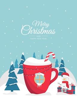 Weihnachtsschale mit einem getränk in form eines hauses im wald