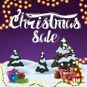 Weihnachtsverkauf, quadratisches lila rabattbanner mit karikaturwinterlandschaft