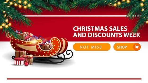 Weihnachtsverkauf und rabattwoche, weißes und rotes rabattbanner mit knopf, rahmen des weihnachtsbaumes, girlande, querstreifen und santa sleigh mit geschenken
