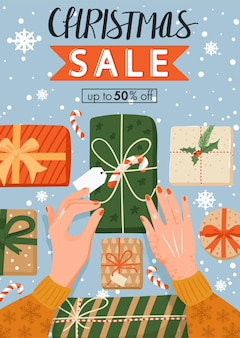 Weihnachtsverkaufsbanner die hände der frau, die weihnachtsgeschenke verpacken, die für das neue jahr vorbereiten