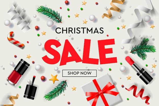 Weihnachtsverkaufsplakatschablone mit weihnachtsschmuck, geschenken, kosmetik, sternen, konfetti und tannenzweigen.