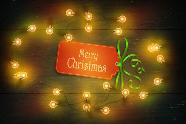 Weihnachtszusammensetzung auf dunklen hölzernen hintergrundwünschen und -girlande.