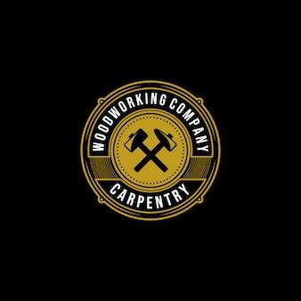 Weinlese-schreinerholzarbeits-premium-logo-abzeichenentwurf, handwerkerbeschriftung auf dunkler hintergrundillustration
