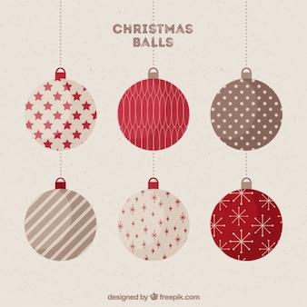 Weinlese-weihnachtskugeln mit warmen farben