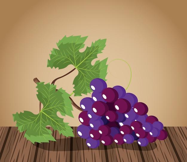 Weintrauben entwerfen auf holztisch