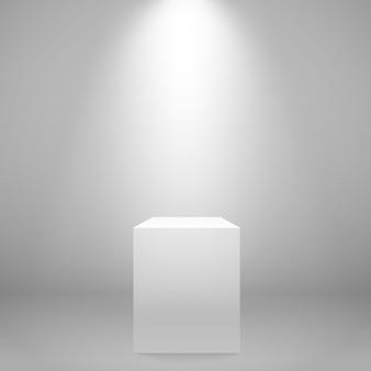 Weiß beleuchteter stand an der wand.