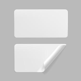 Weiß geklebte rechteckige aufkleber mit gekräuselten eckenschablonensatz