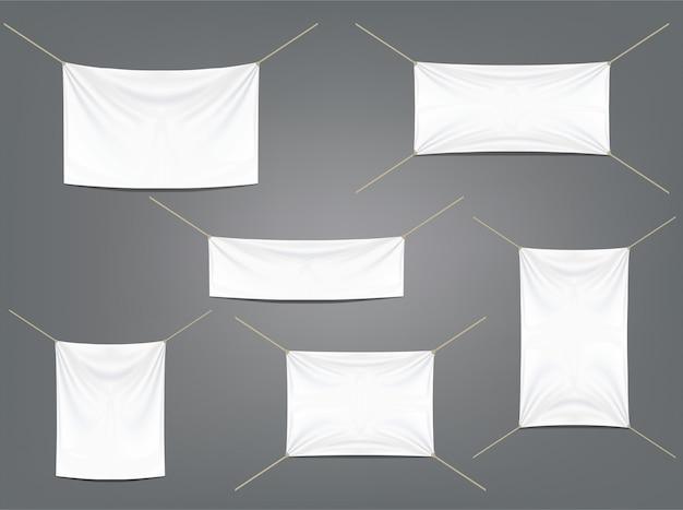 Weiße fahnen mit den strumpfbändern eingestellt