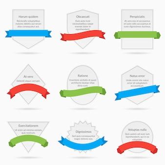 Weiße fahnenkarten mit den auf weißem hintergrund isolierten bändern. satz banner mit dekorationsband, illustrationskarten mit text und bändern