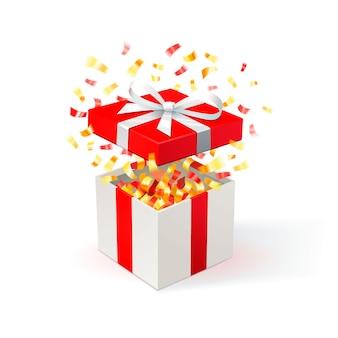 Weiße geschenkbox mit rotem bezug und goldenem konfetti. geschenkbox öffnen. festlicher hintergrund. kostenlose lieferung, schnäppchen, sonderangebot.